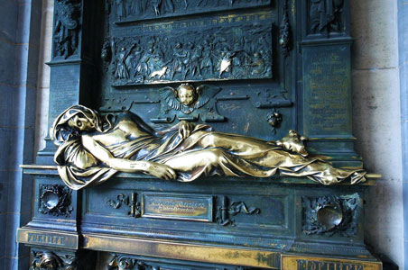 Everard-t-Serclaes-Statue-Brussels.jpg