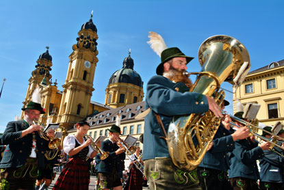 Germany-Oktoberfest-traditional-costume-parade.jpg