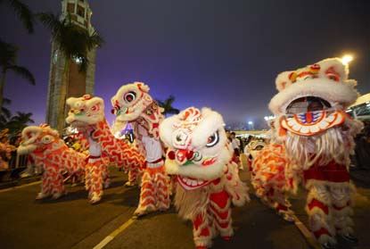 Hong-Kong-New-Year-Dragon-Parade.JPG