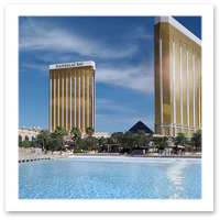 Mandalay-Bay-Vegas-Pools.jpg