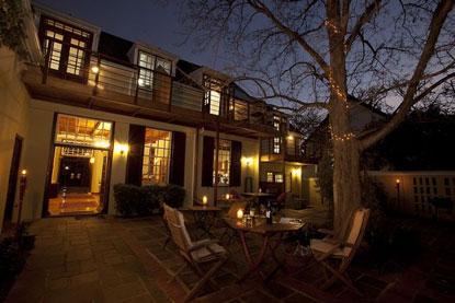 Oude-Leeskamer-hotel-patio.jpg