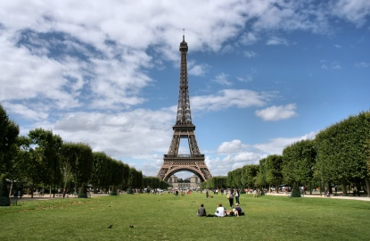 Paris-Picnic-Champs-de-Mars.jpg