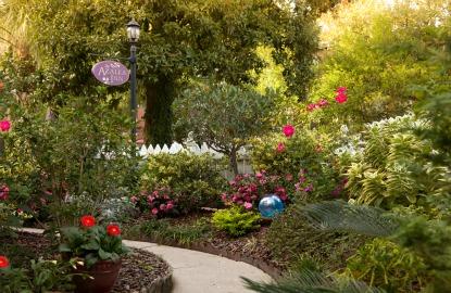 Savannah-Azalea-Inn-garden.jpg