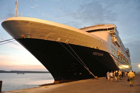 Veendam-ship.jpg