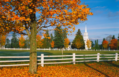 Vermont-fall-foliage-village-green.jpg