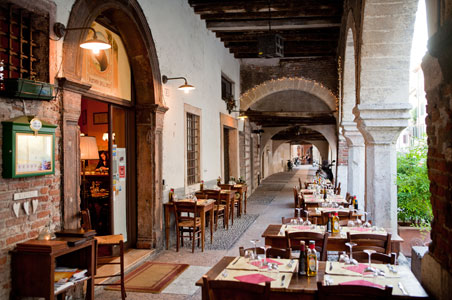Via-Sottoriva-Verona.jpg