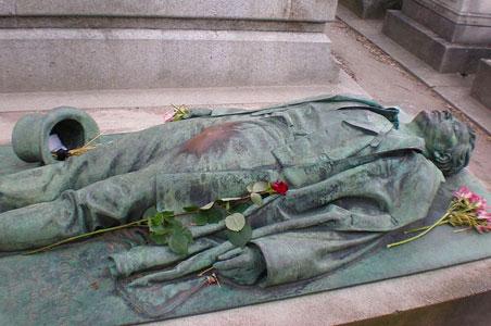Victor-Noirs-Grave-Paris.jpg