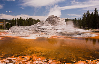 Yellowstone-Castle-Geyser.jpg