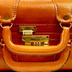 040406_suitcase3.jpg