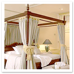 062706_hotel-le-dixseptiemeFINAL.jpg