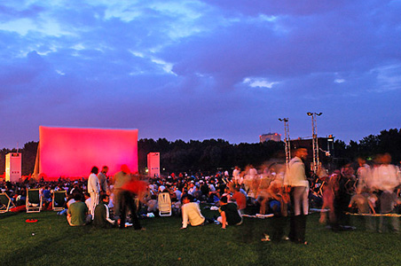 cinema-en-plein-air-la-villette.jpg