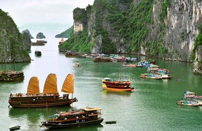 halong-bay-boats.jpg