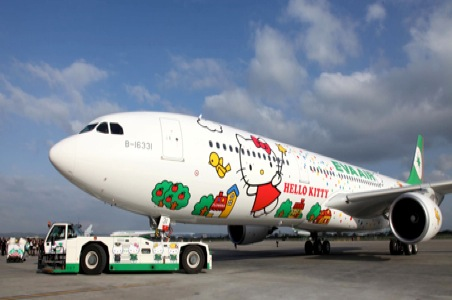 hello-kitty-plane-eva-air.jpg