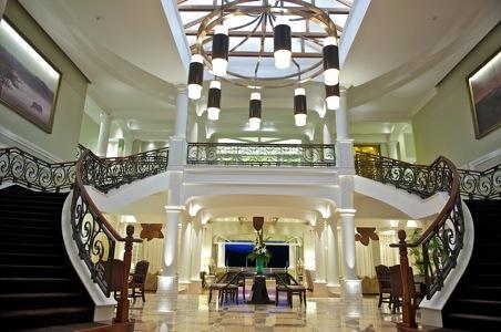 hemingways-nairobi-foyer.jpg