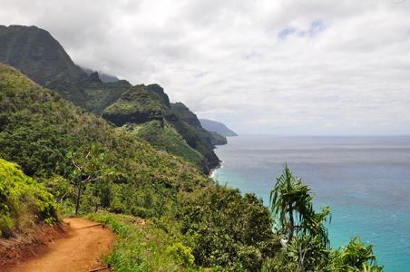 kauai-hawaii-hike.jpg