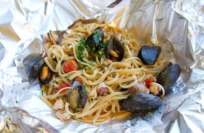 mussels-linguine-stephanie-hua-lick-my-spoon.jpg