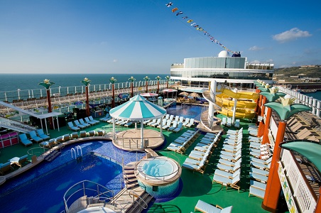 norwegian-cruise-line-pool-deck.jpg