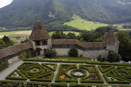 rs-gruyeres-castle-garden.jpg