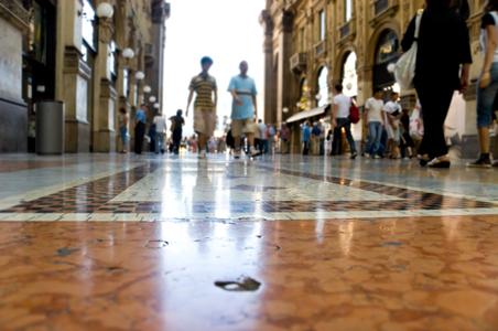 rs-walking-tourists.jpg