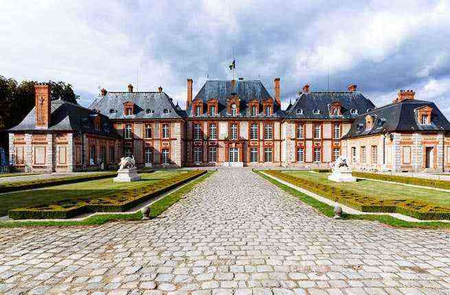 11 Must-See Châteaux Outside Paris