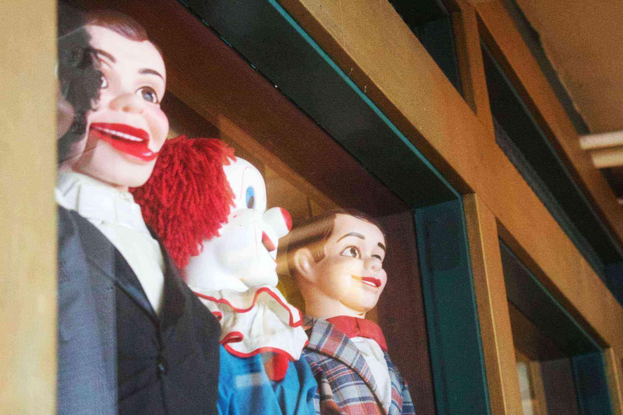 window clowns