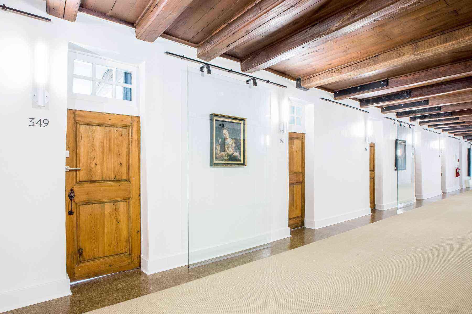 Hall-Le Monastere des Augustines