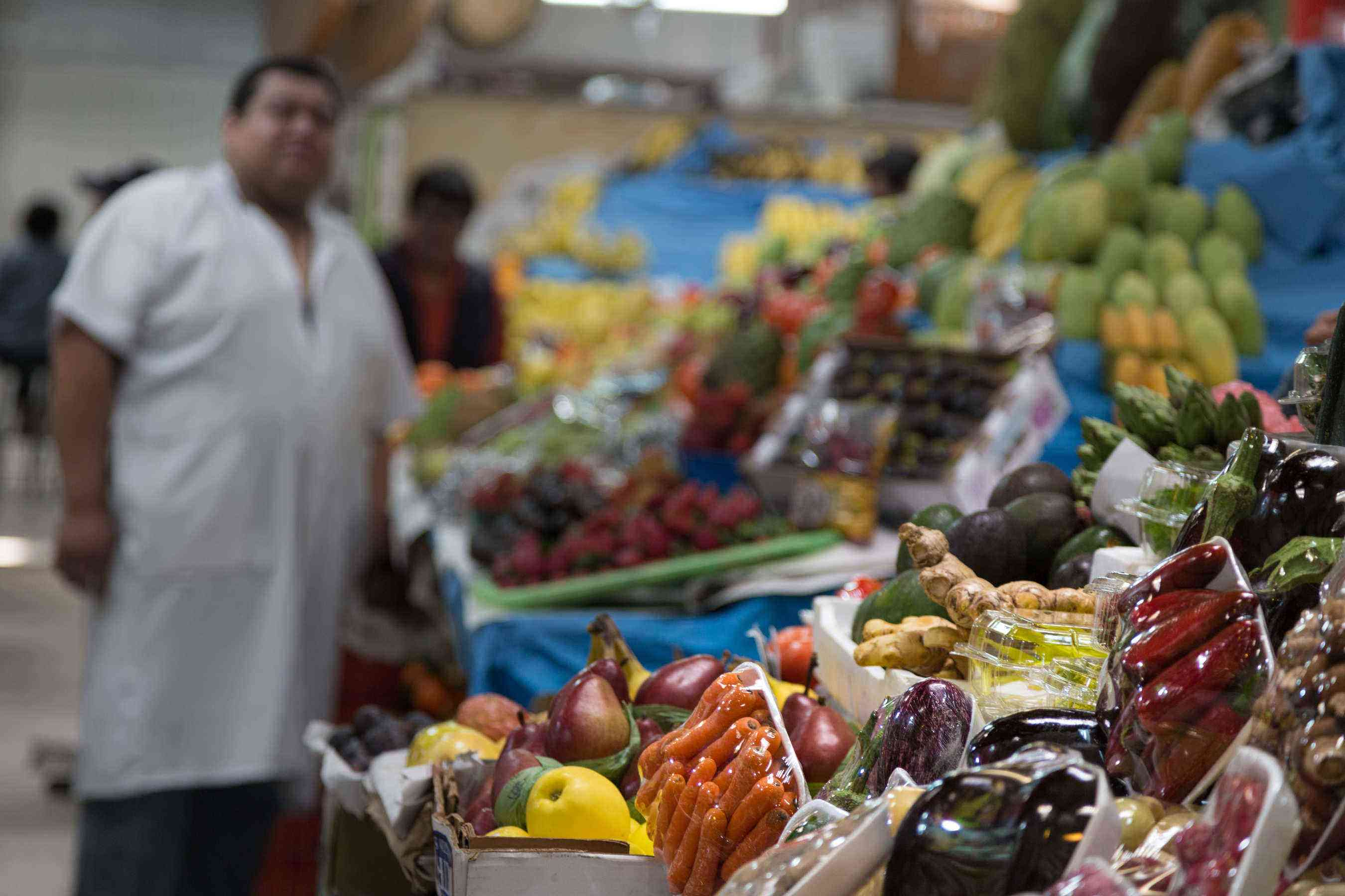 San-Juan-Market-veggies-atmosphere