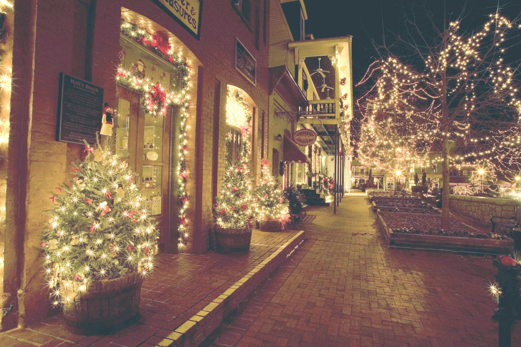 Christmas Town In Georgia Dahlonega.15 Christmas Obsessed Towns