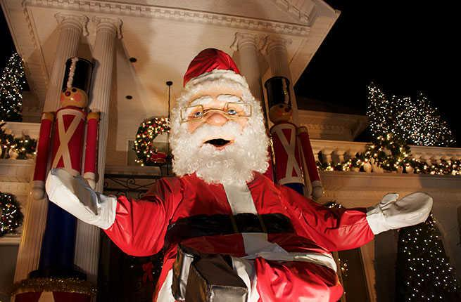Is Perkins Open On Christmas Day.15 Christmas Obsessed Towns