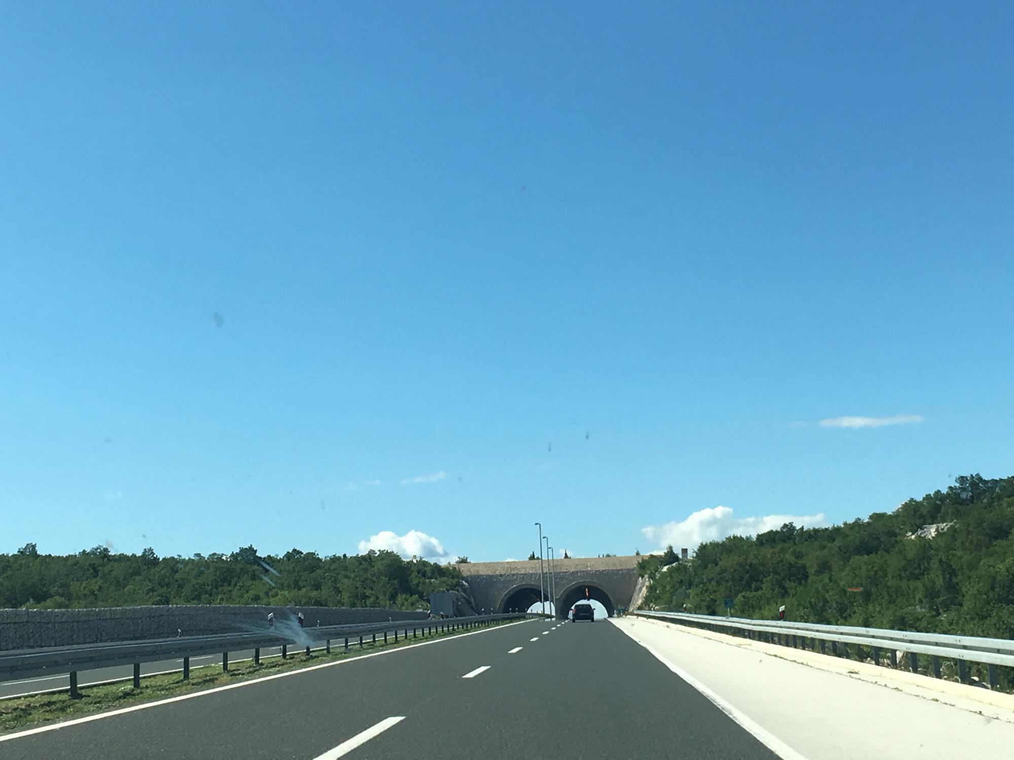 Croatia-Roadtrip-Driving02