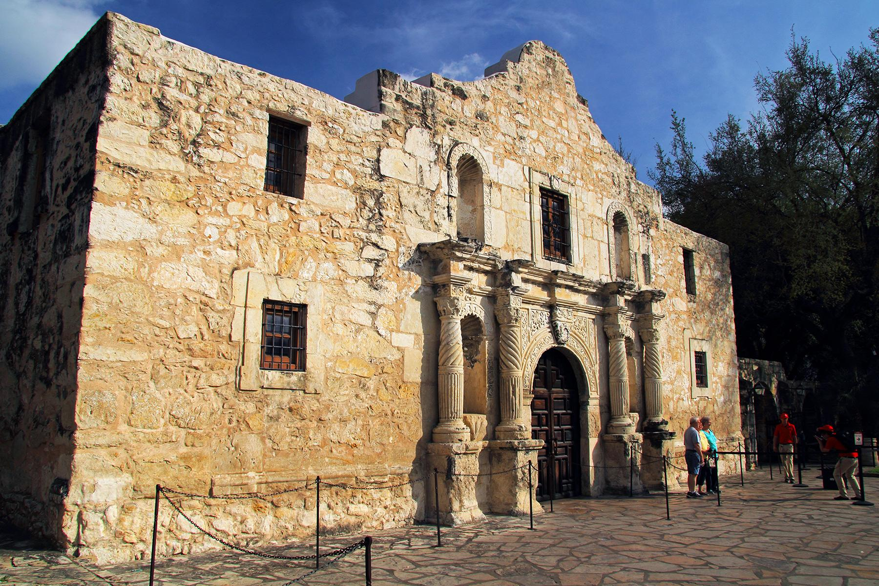 Things You Need to Know Before Visiting the Alamo Mission ...