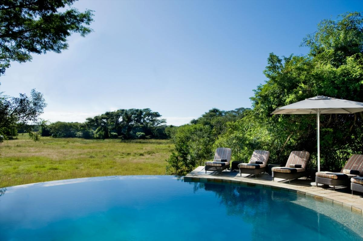 Lodge-swimming-pool-at-Phinda-Forest