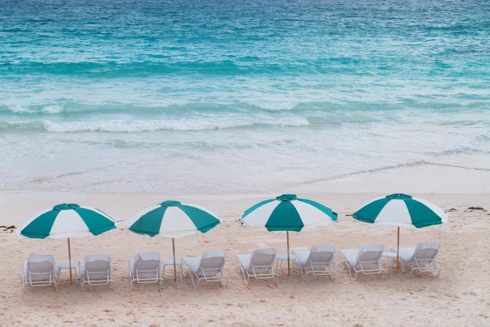 Chairs_pink_sand