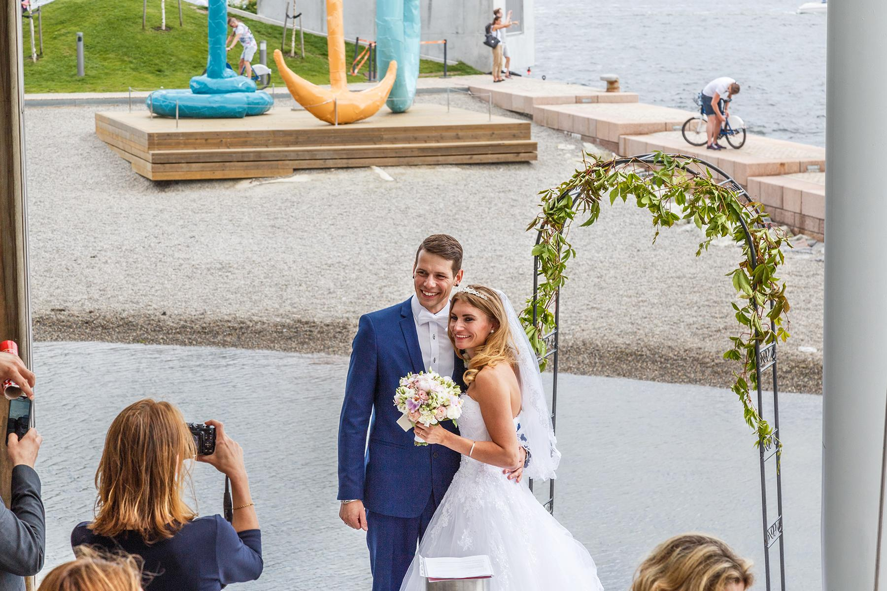 10 Extremely Strange Wedding Traditions Around The World: Wedding Traditions Around The World