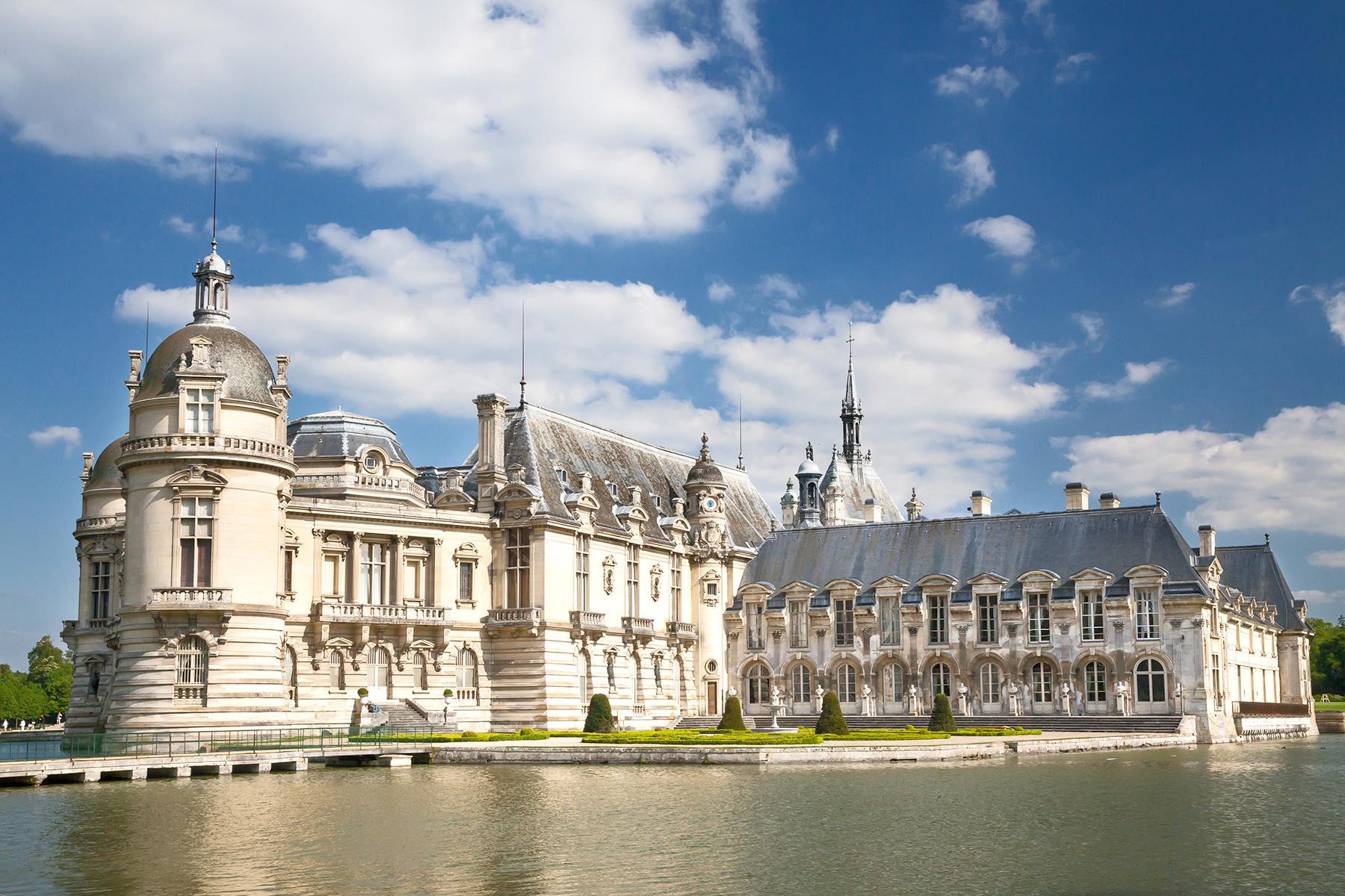 Dvorci koje verovatno nikada nećete posedovati - Page 6 1_FranceCastleHotels_ChateauHotelMontRoyal_Copyright-Sophie-Lloyd-Chateau-17_1