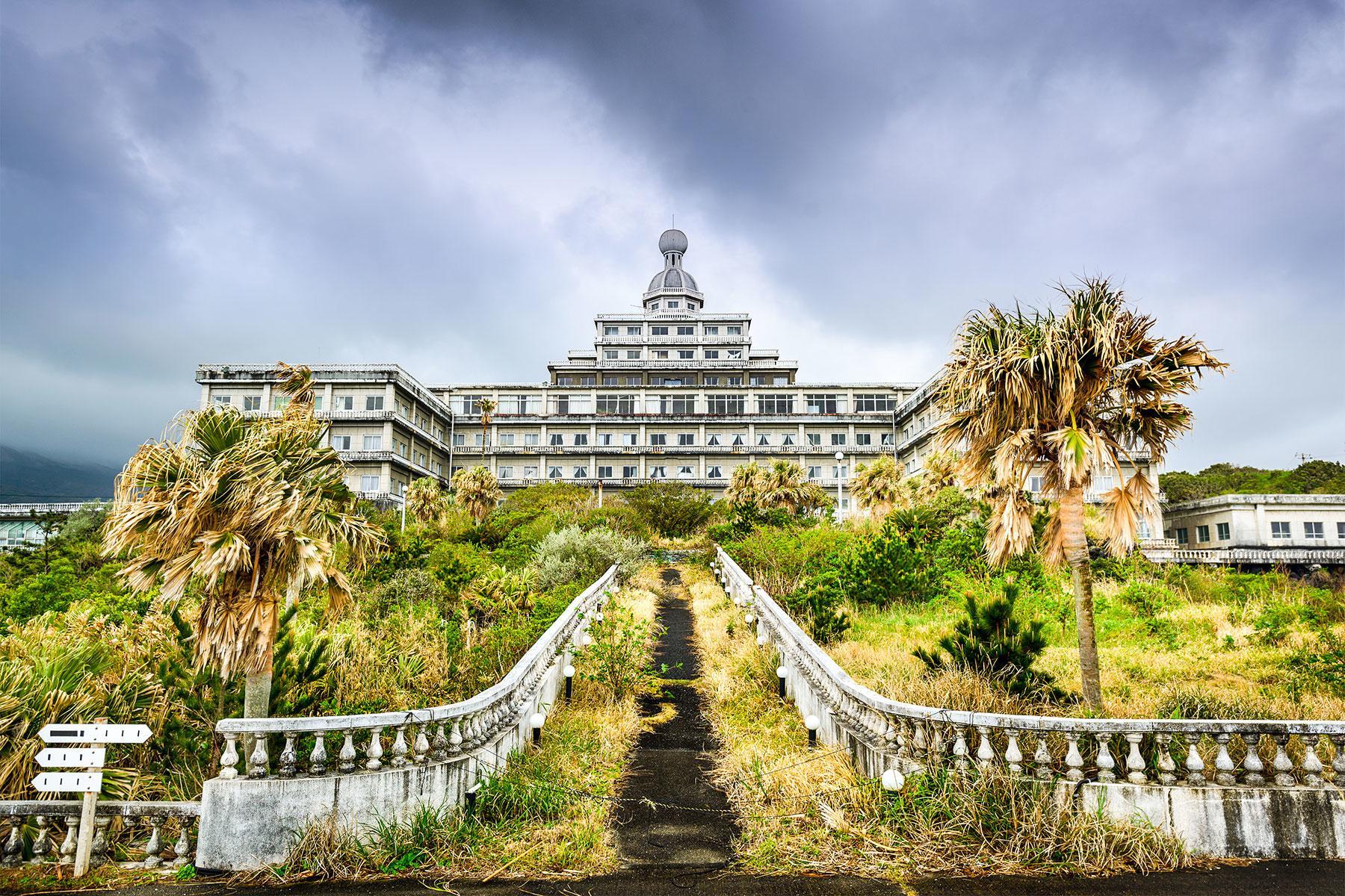 12 Abandoned Hotels Around The World