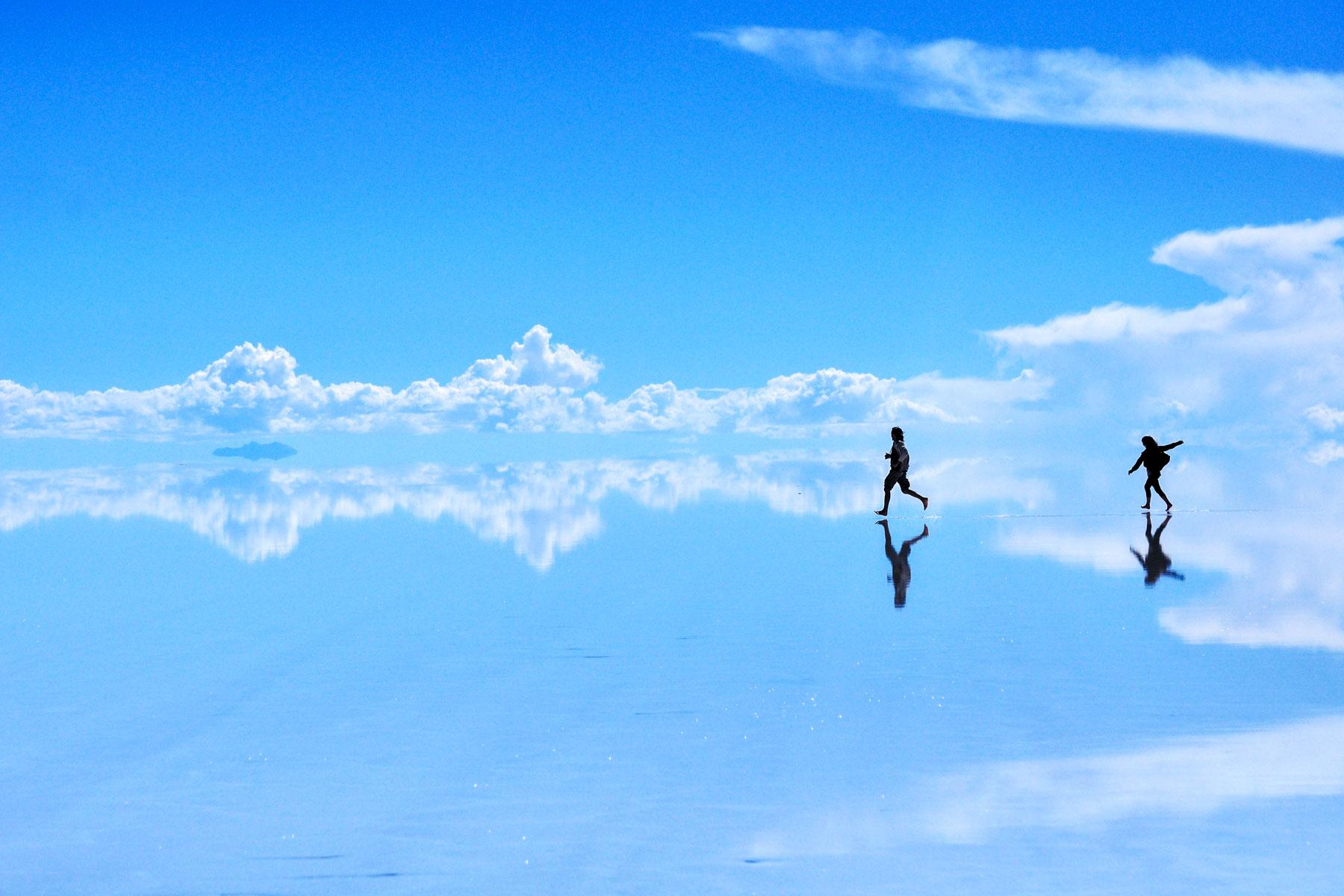 Bolivia S Salar De Uyuni Salt Flats Are Incredible Looking