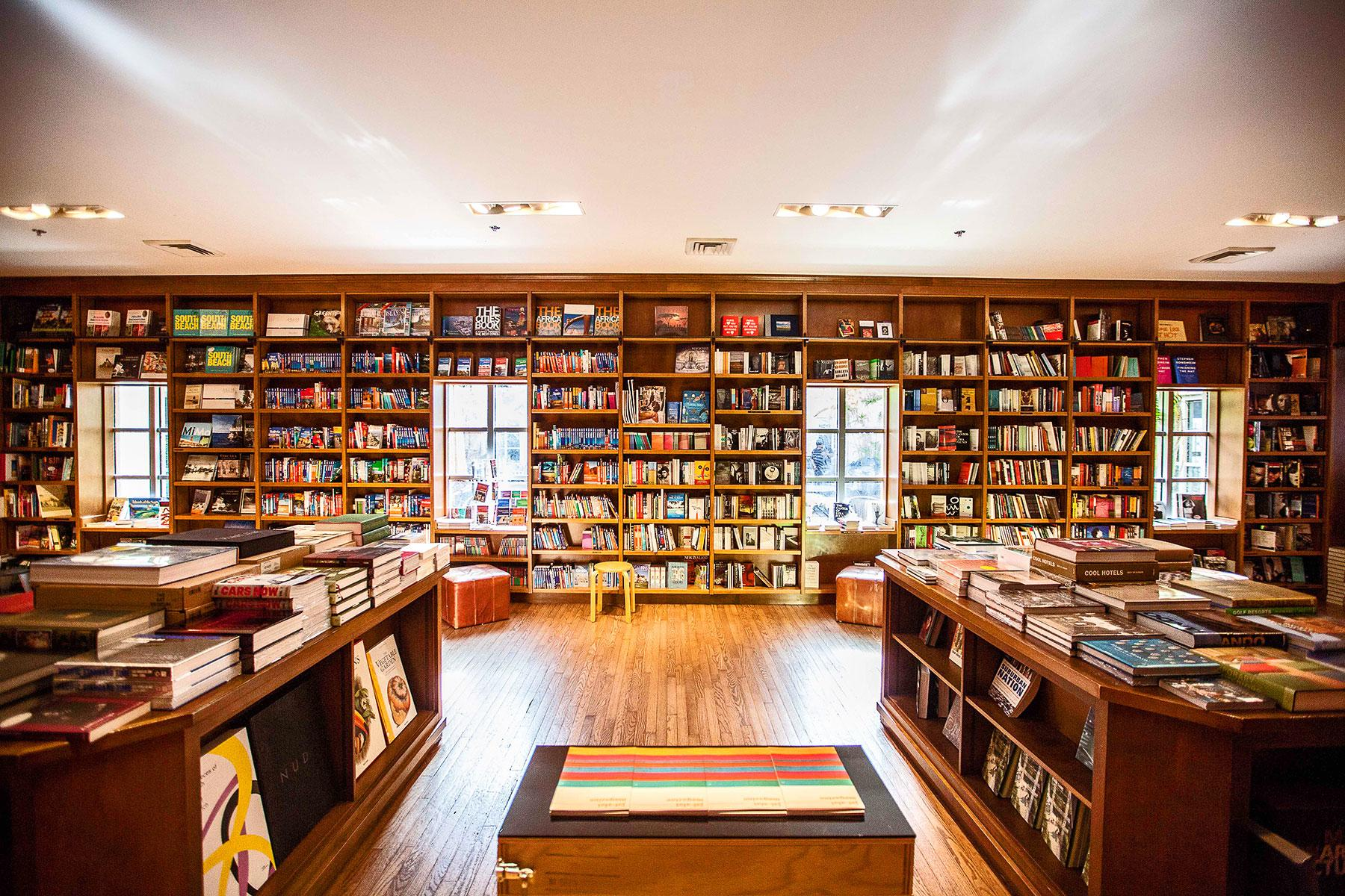 Bookstores With Cafes And Bars In Them