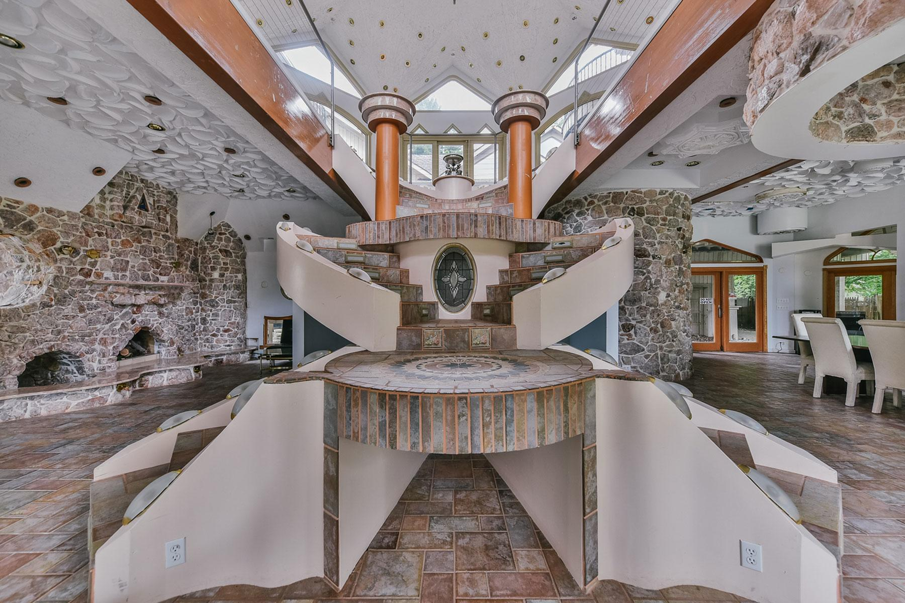 """Airbnb's Ugliest Listing: """"Dolphin House"""" the Kessler Place, in"""