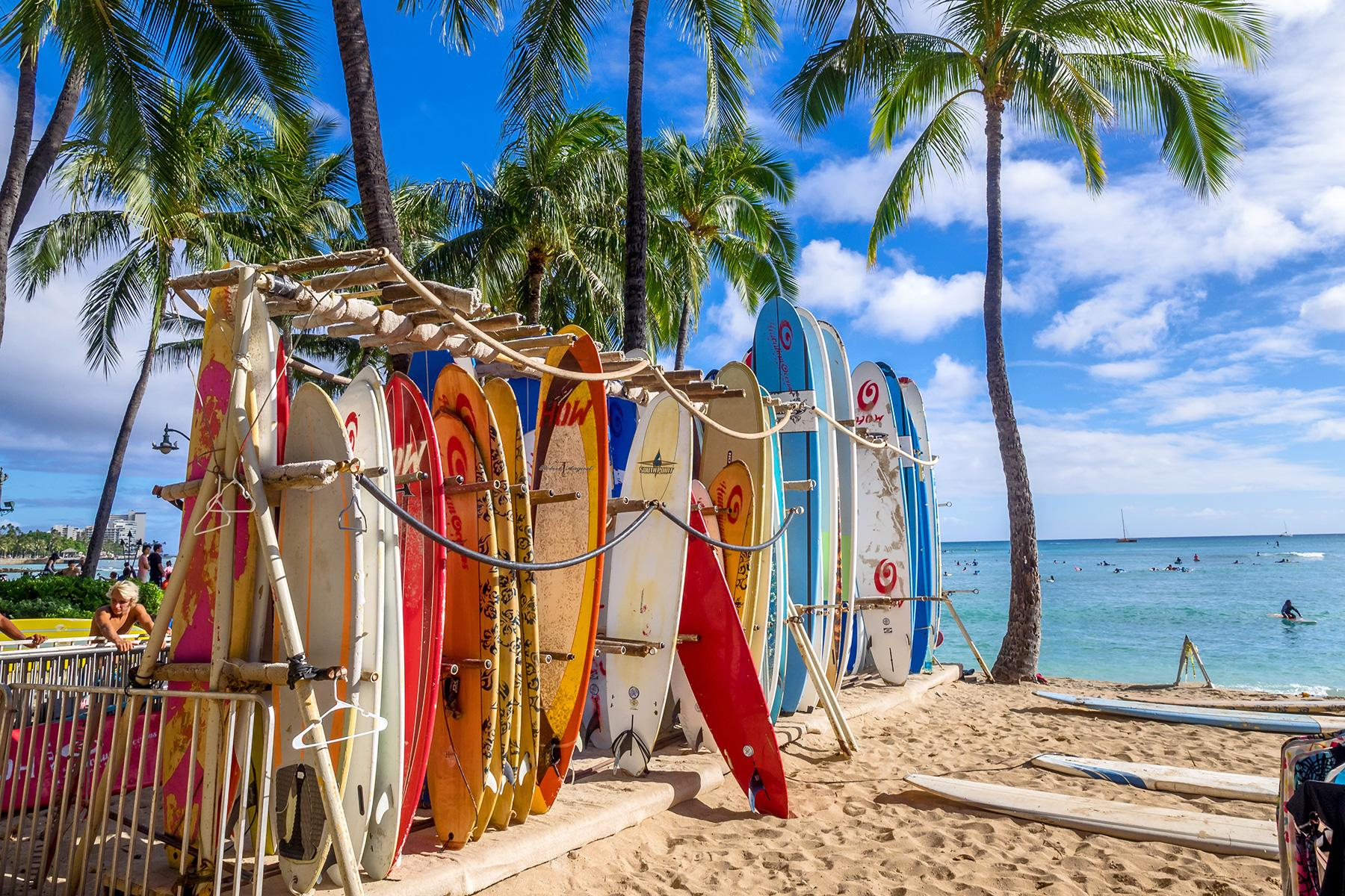 07_15BeachDestinationsforWinterGetaway__Oahu,Hawaii_Honolulu_shutterstock_469698125