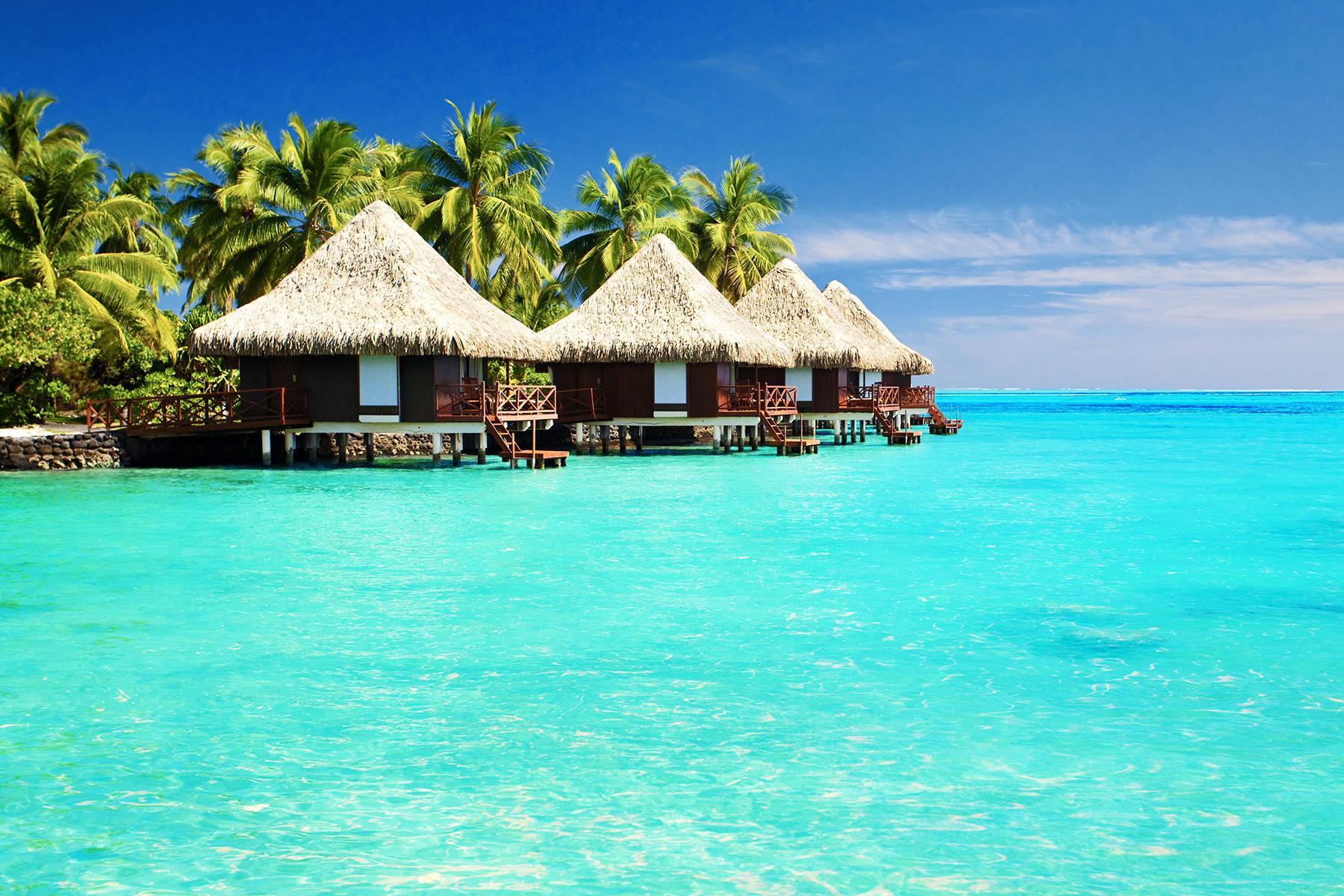 09_15BeachDestinationsforWinterGetaway__BoraBora,Tahiti_shutterstock_95926138