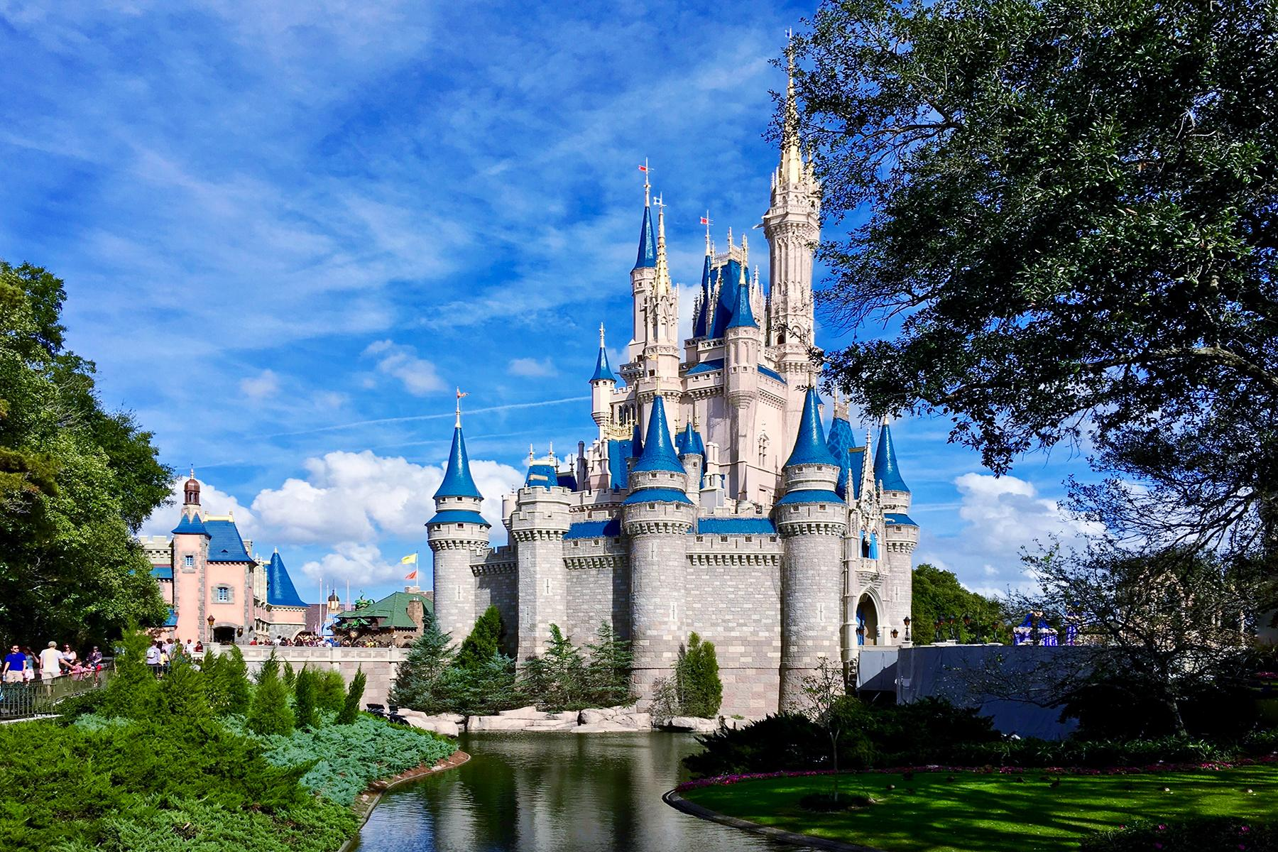01_20USPlacestoSeeBeforeYouDie__WaltDisneyWorld'sMagicKingdom_dreamstime_xl_67726703