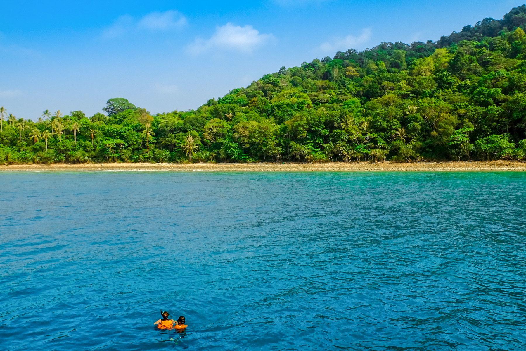 02_Thailand_Snorkeling_Diving_Koh_Lan_Shutterstock_436760710