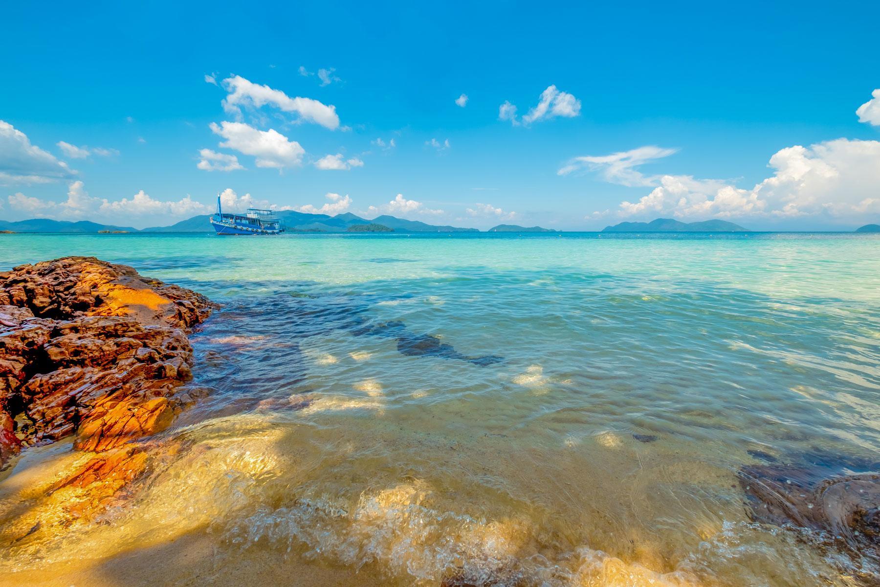 07_Thailand_Snorkeling_Diving_Koh_Wai_Shutterstock_753283759