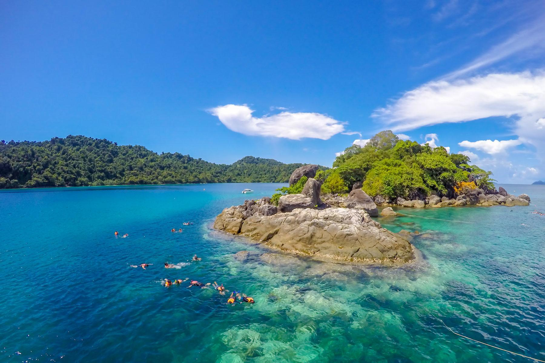 10_Thailand_Snorkeling_Diving_Koh_Chang_Shutterstock_744571999