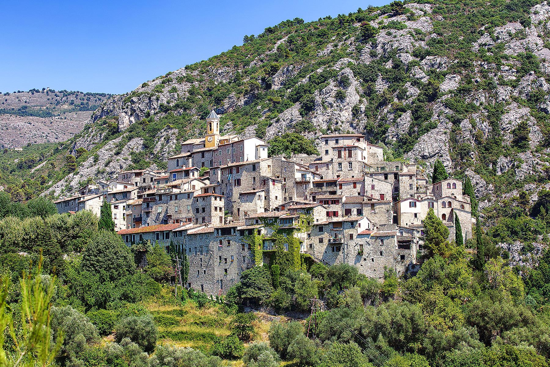 14_PicturePerfectProvenceTowns__Goult_shutterstock_547837798