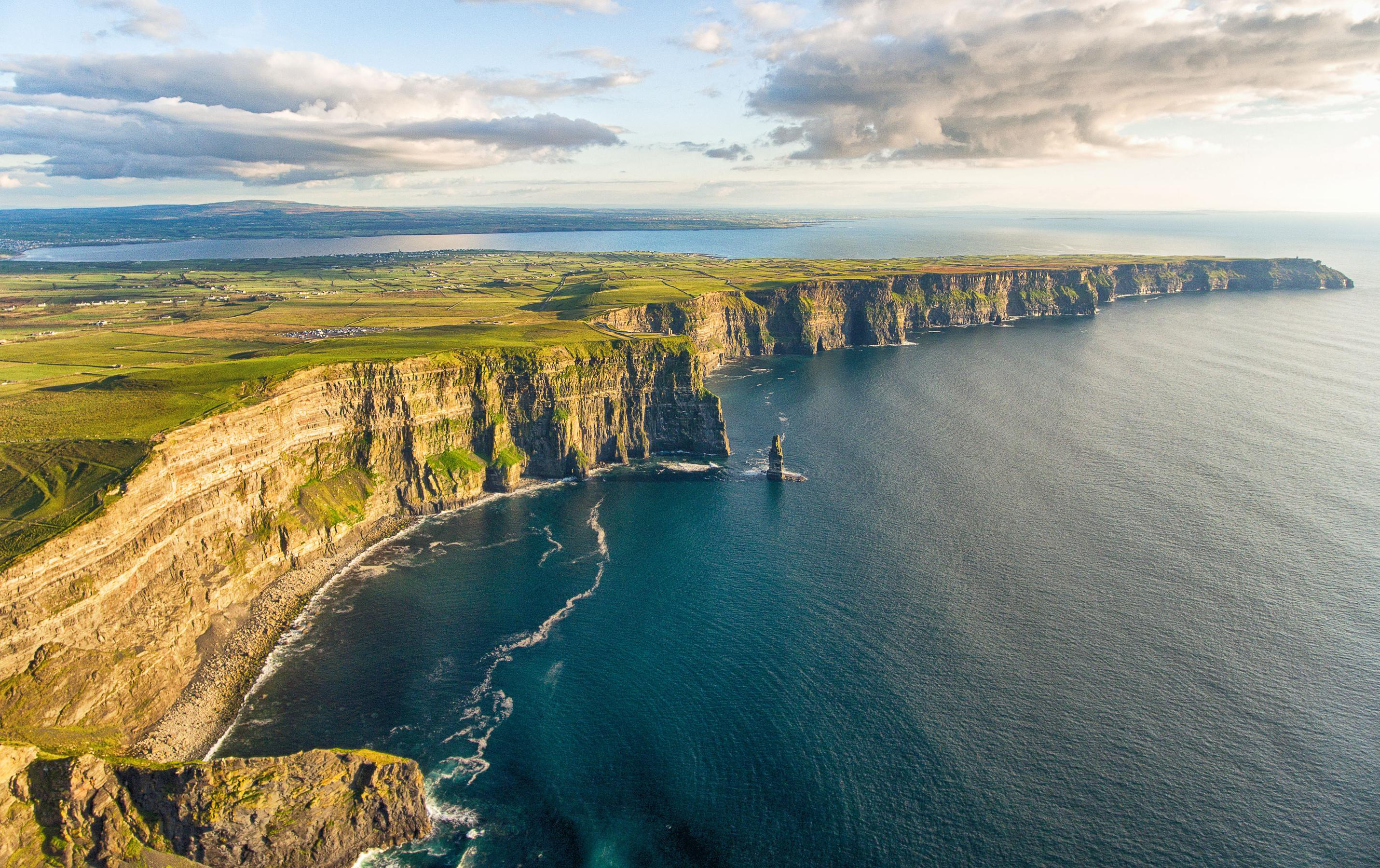Cliffs of Moher, Ireland зурган илэрцүүд