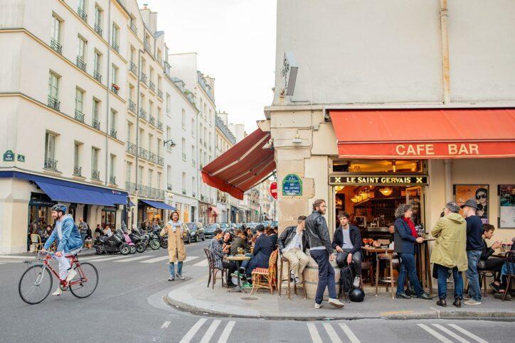 01_HowToLearnAForeignLanguage__ParisStreet_shutterstock_1103721794