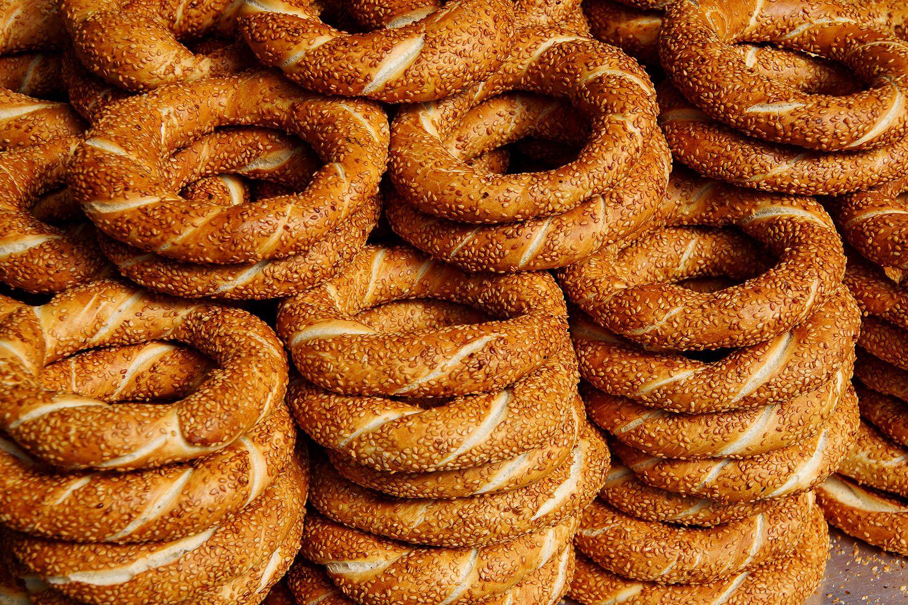 03_WhatToEatAndDrinkInTurkey__Simit_shutterstock_708120157