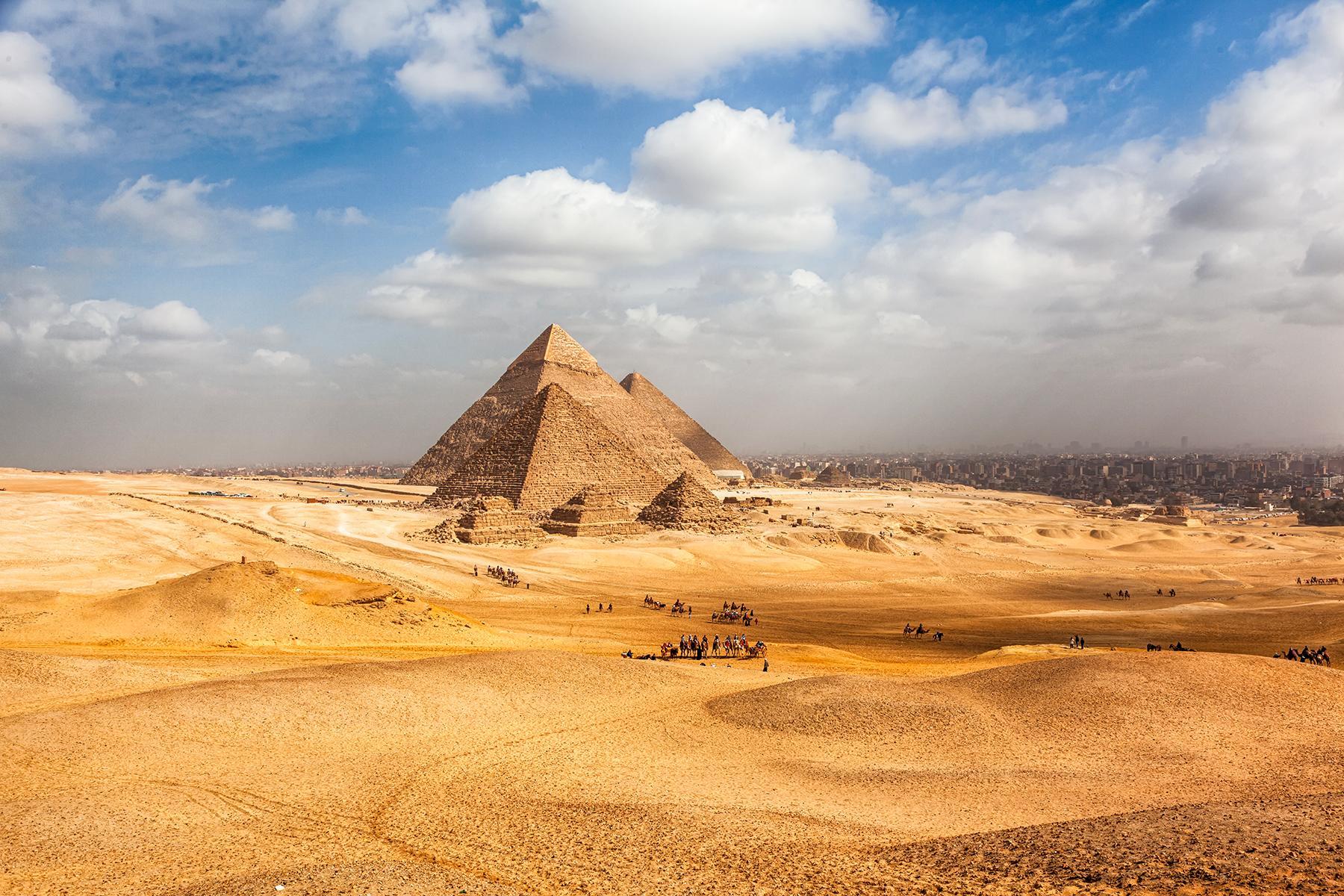 03_AdevnturousBabymoons__PyramidsofCairoEgypt_shutterstock_1178981587